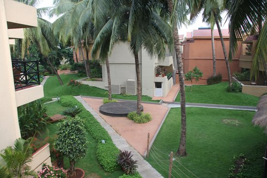 Whispering Palms Beach Resort : garden view