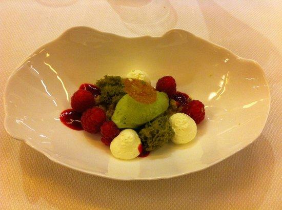 Restaurant Yoann Conte : Dessert verveine / framboise