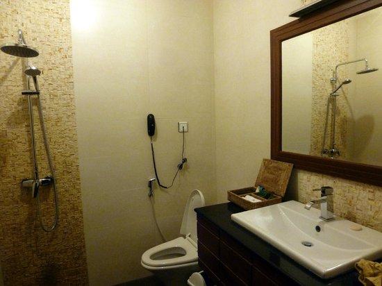 Bawga Theiddhi Hotel : Bathroom