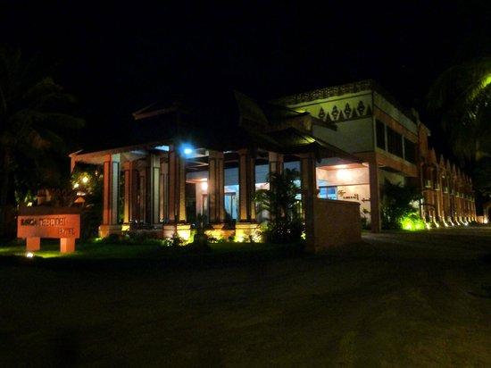 Bawga Theiddhi Hotel : Outside look of the hotel (main gate)