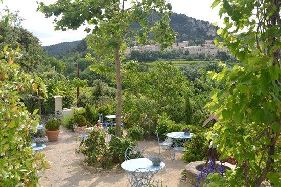 Le Bouquet de Seguret : terras met geweldig uitzicht