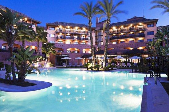 Islantilla Golf Resort Hotel: Piscina Nocturna