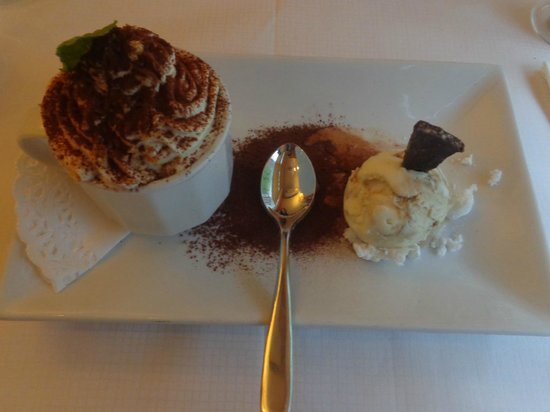 Sergio's: Tiramisu with ice cream