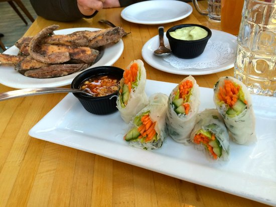 Jack Sprat Restaurant : Vietnamese Rolls & Sweet Potatoes