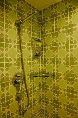 นิมมาน ไหม ดีไซน์ โฮเต็ล: Shower section