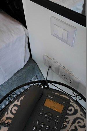 นิมมาน ไหม ดีไซน์ โฮเต็ล: Power sockets at all practical locations in room