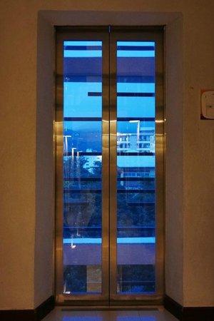 นิมมาน ไหม ดีไซน์ โฮเต็ล: Elevator