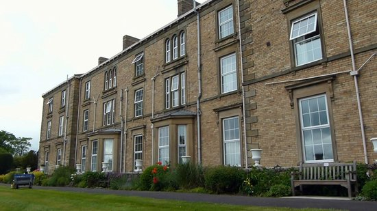 Gilsland Hall Hotel: Side View of Hotel