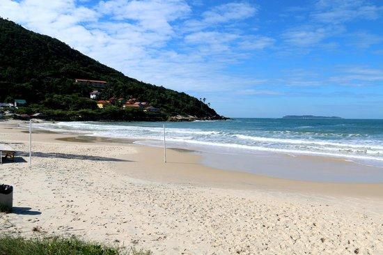 Praia De Quatro Ilhas: Boa extensão de areia.