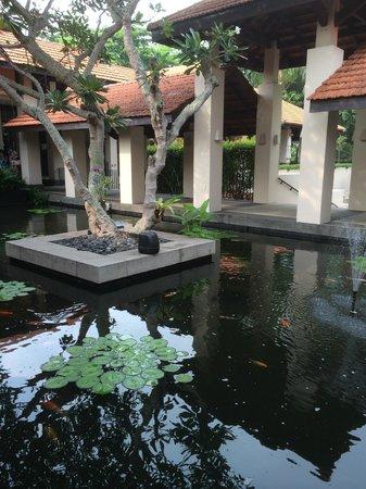 Sofitel Singapore Sentosa Resort & Spa: Beautiful grounds