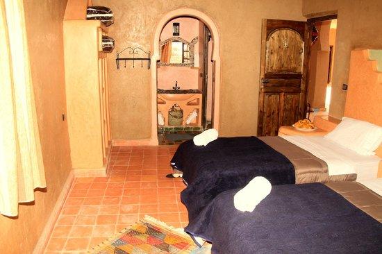 Riad Ouzine: salle de bains de chambre