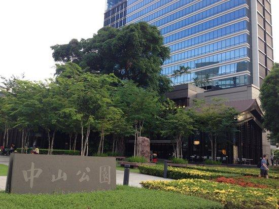 Days Hotel Singapore At Zhongshan Park: Zhongshan Park lies between Days Hotel & Ramada Hotel