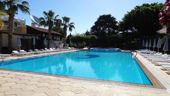 Almond Holiday Village : pool