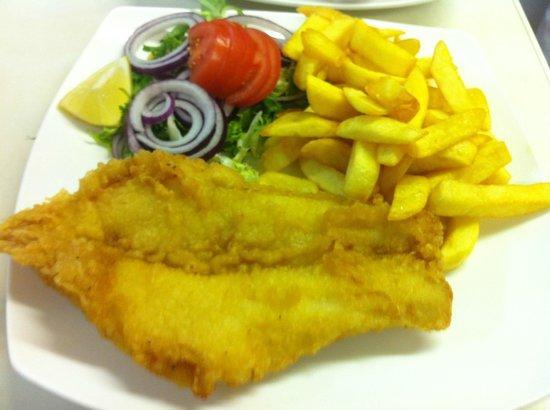 Fiko's Bistro: fish & chips  salad