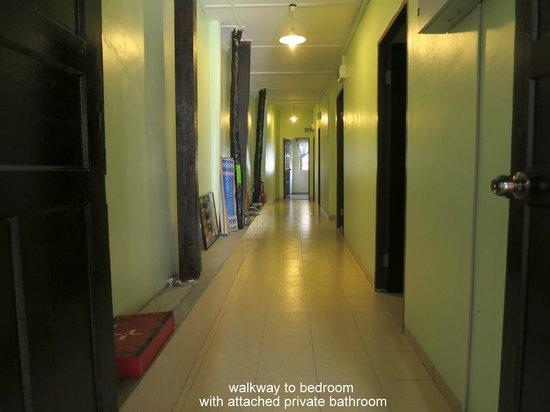 Pangkor Guesthouse SPK: walkway to bedroom