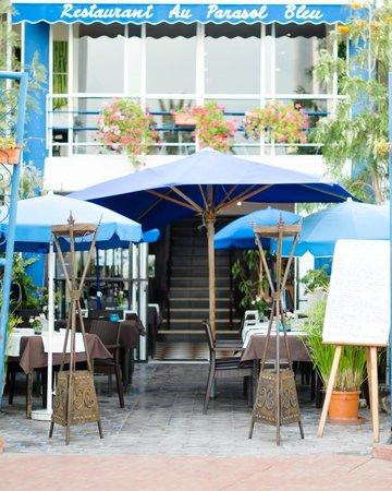 Au Parasol Bleu : The Entrance