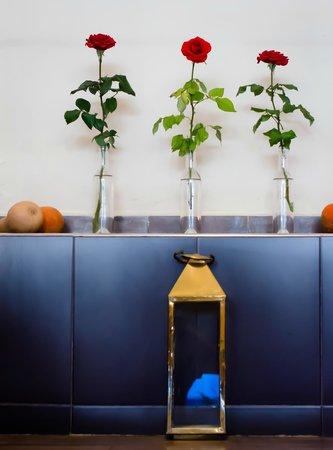 Au Parasol Bleu : The Roses