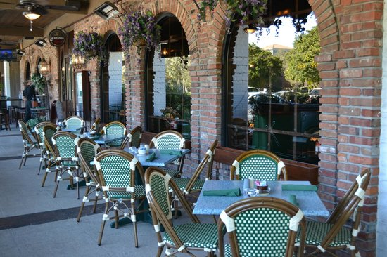 Good Paddy Macu0027s: Outside Seating