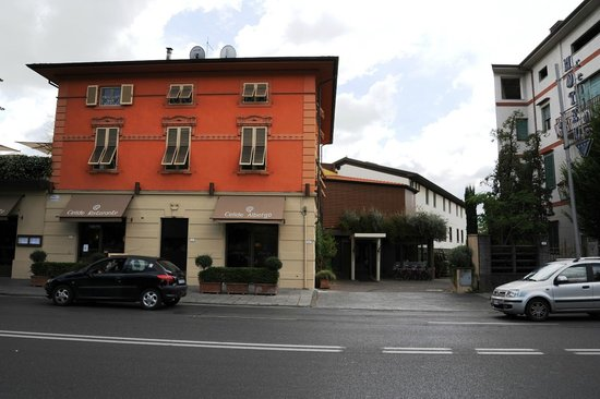 Albergo Celide: The hotel from the street side.