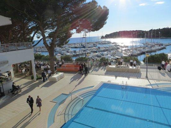 Hotel Park: Blick auf den Pool