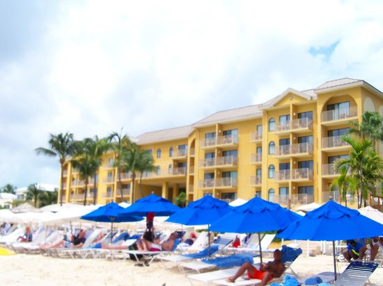 Grand Cayman Marriott Beach Resort: View from the Beach