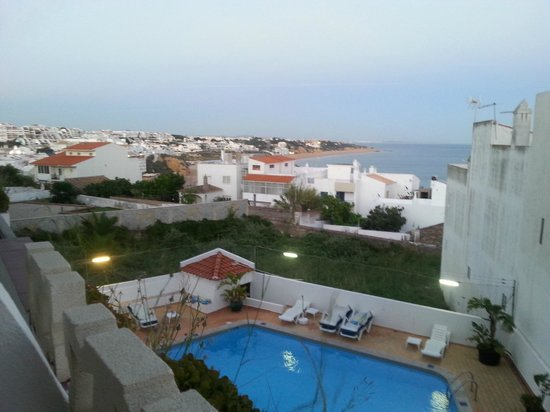 Rainha D Leonor Apartamentos: View towards the town