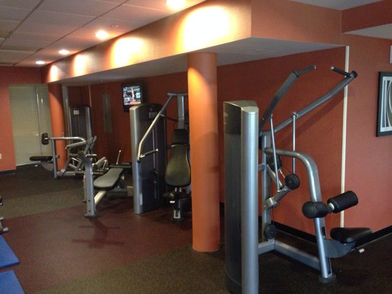 Courtyard by Marriott Miami Airport: Angle 2 of fitness center