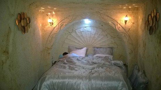 Cappadocia Castle Cave Hotel: le lit double