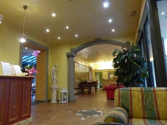 Hotel Alba Palace : The hotel's lobby