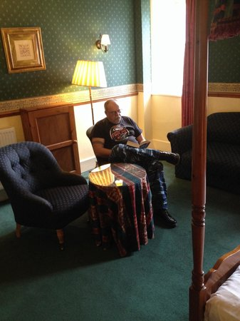 Ballachulish Hotel: Hubby relaxing in room 203.
