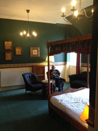 Ballachulish Hotel: More of a suite than a double room