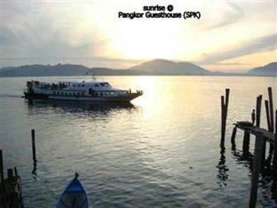 Pangkor Guesthouse SPK: sunrise from SPK jetty