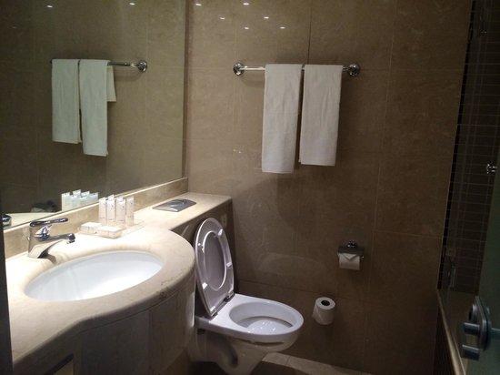 Isrotel King Solomon : Bathroom