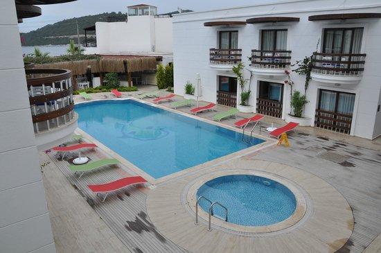 Beyaz Suite Hotel: HAVUZ MANZARA