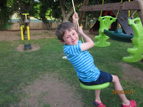Malama Beach Holiday Village: Swinging around