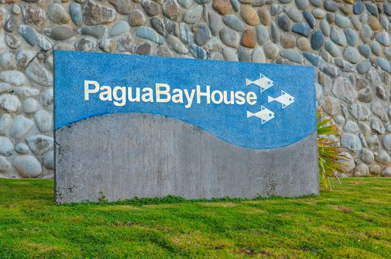 Pagua Bay Bar and Grill : Entry sign to property & restaurant.