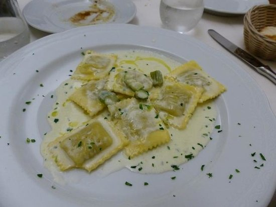 La Martinicca: Ravioli with asparagus and truffle sauce