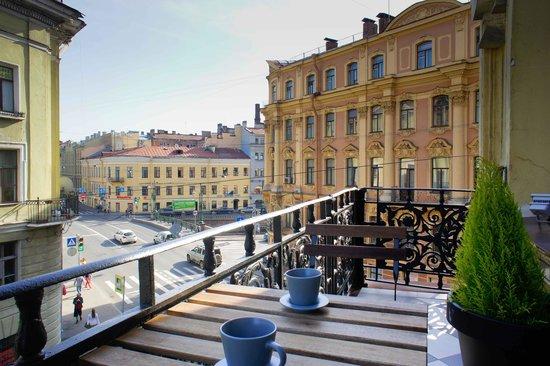 Hostel Club Chao, Mama: Балкон с видом на город и канал Грибоедова