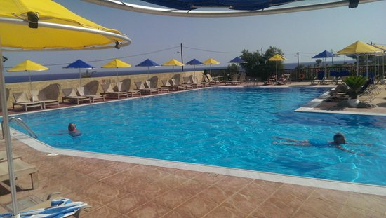 Smartline Vasia Village: La grande piscine tôt le matin