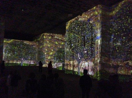 Carrières de Lumières : Klimpt exhibit