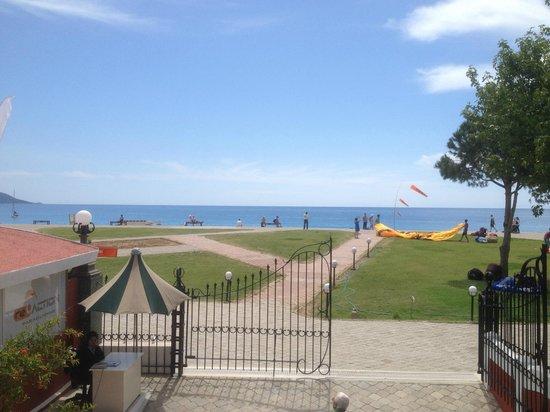 Club Belcekiz Beach Hotel : The prom & beach area in front of the hotel