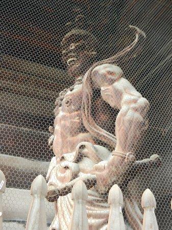 Zenko-ji Temple : Statue right