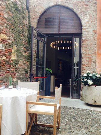 AMO Opera Restaurant : Il cortile interno
