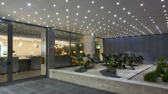 Holiday Inn Express Lisbon Airport: Our pleasant entrance