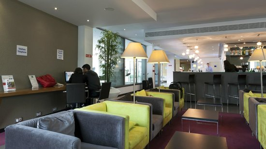 Holiday Inn Express Lisbon Airport: Stay in touch with your family and friends.