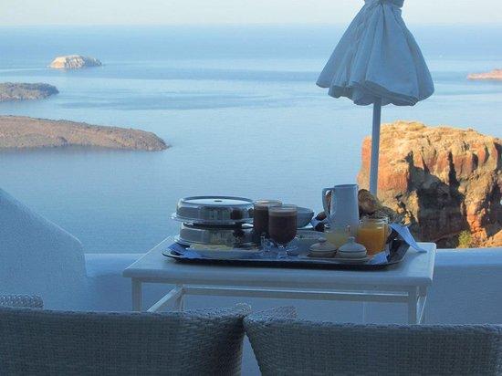 Astra Suites: Breakfast
