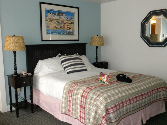 Glen Cove Inn & Suites: Our room
