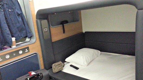 YOTELAIR London Heathrow Airport: Cabin - comfortable sleeping room