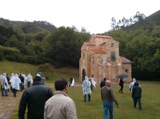 San Miguel de Lillo: Con el guía