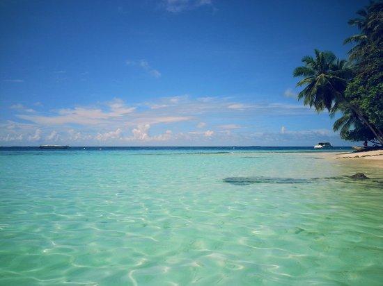 Fihalhohi Island Resort: spiaggia